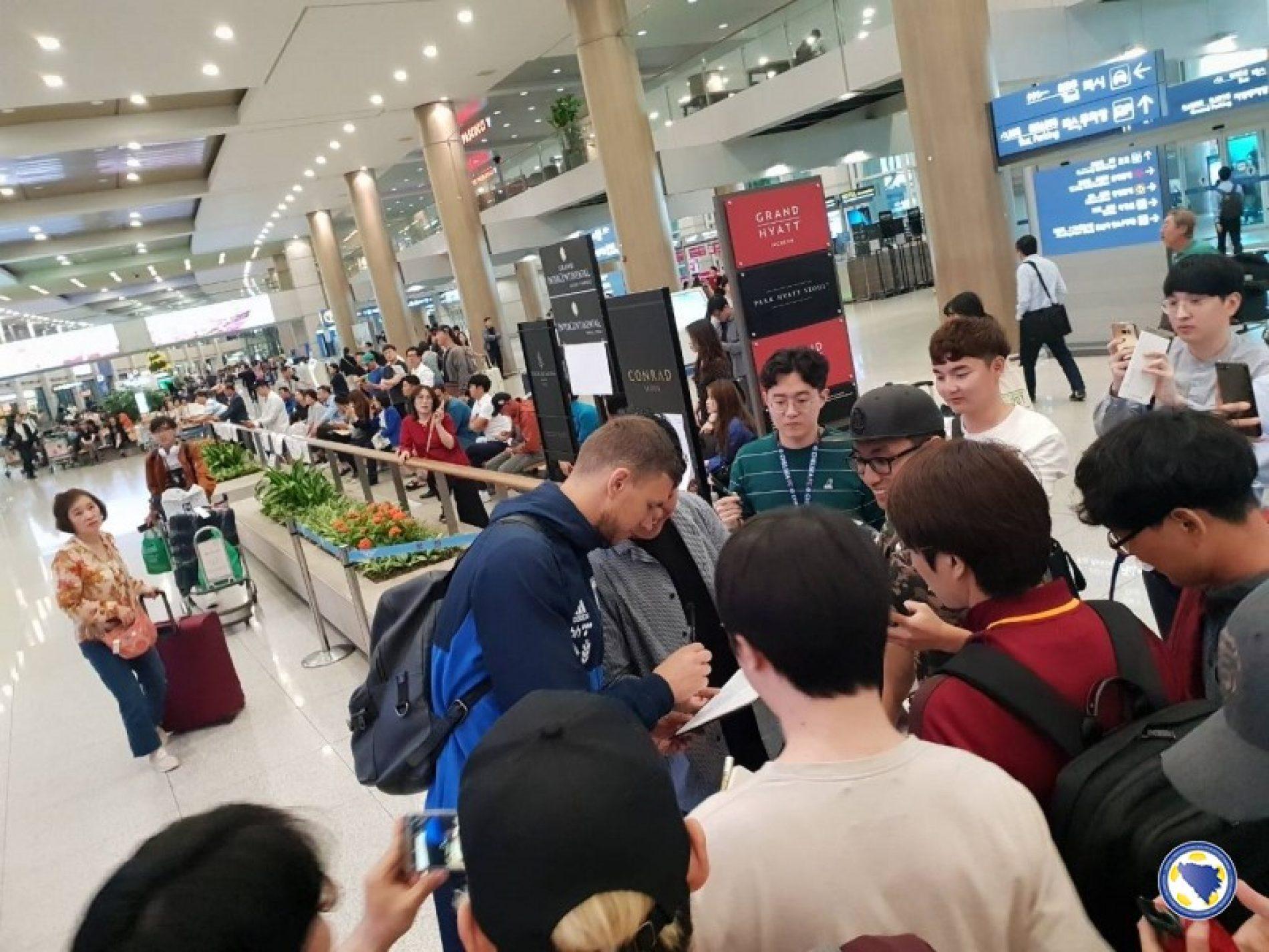 Reprezentativci Bosne i Hercegovine doputovali u Južnu Koreju: Džeko i Pjanić privukli pažnju domaćina
