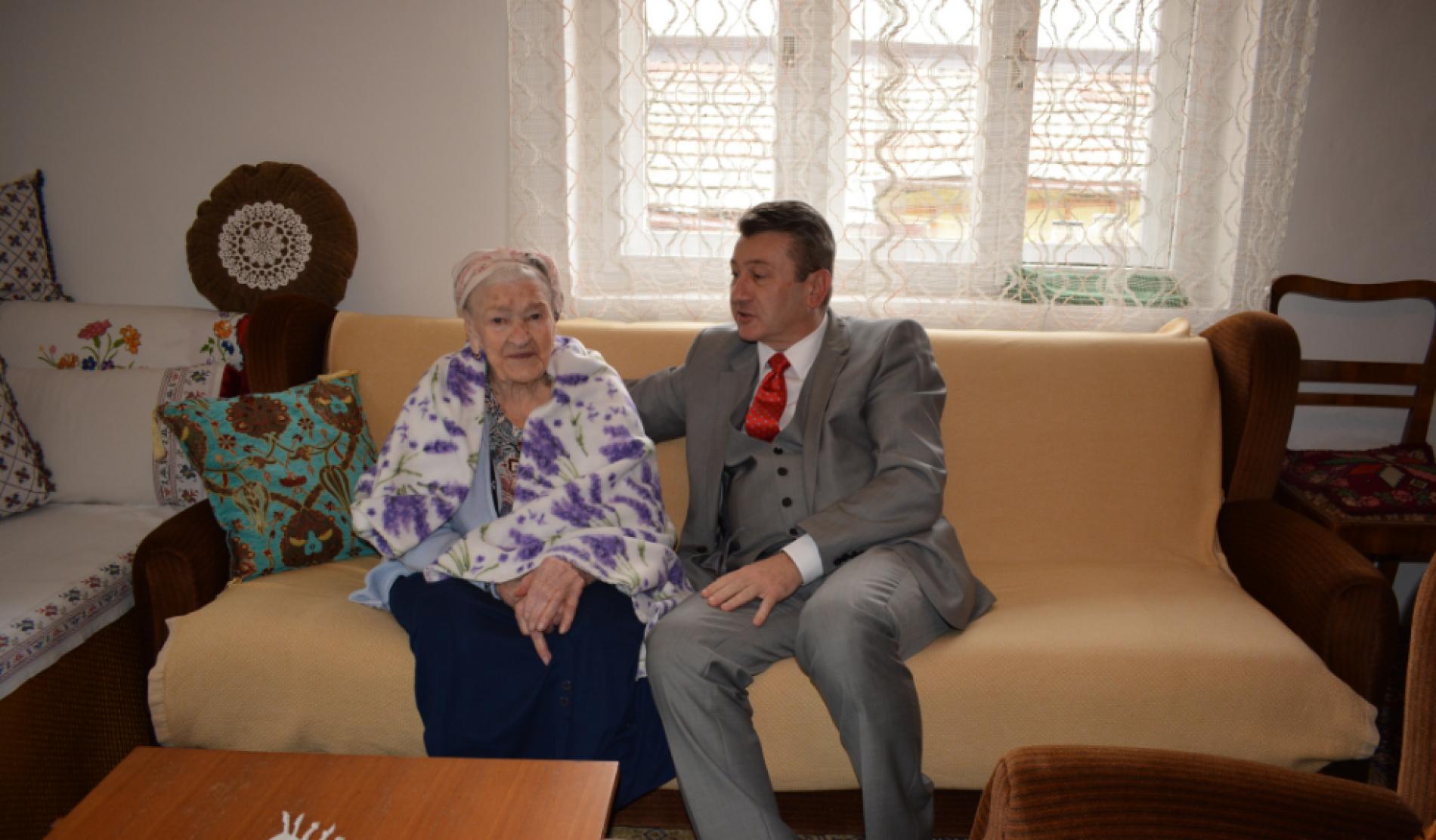Sarajevske stogodišnjakinje: Ajka napunila 104 godine, a Aziza sa 103 posti