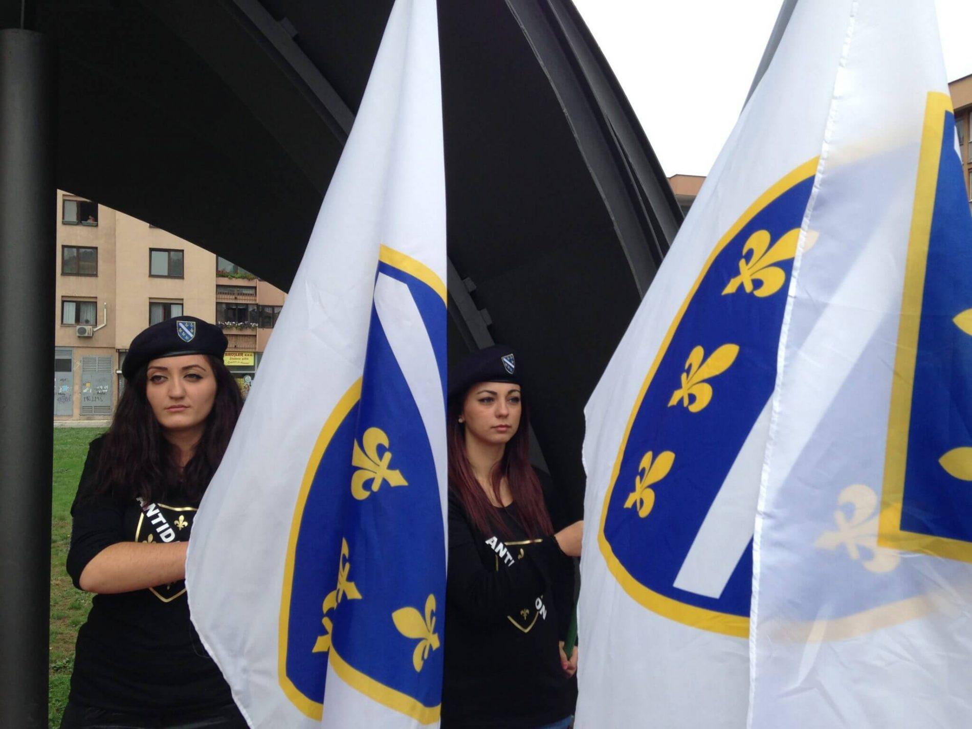 Zastava i grb Republike Bosne i Hercegovine zvanično usvojeni 4. maja 1992.
