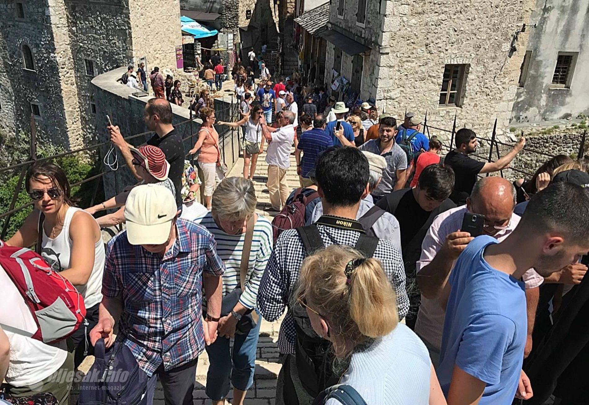 Turisti očarani Mostarom: Most kao iz bajke, rijeka oduzima dah