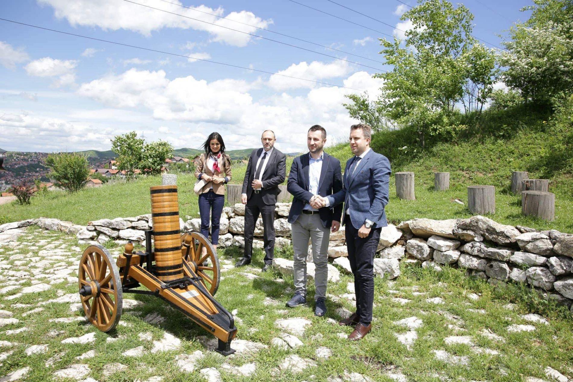 Sarajevo darovalo Travniku i Mostaru ručno rađeni top kojim će se obilježavati vrijeme iftara (FOTO)