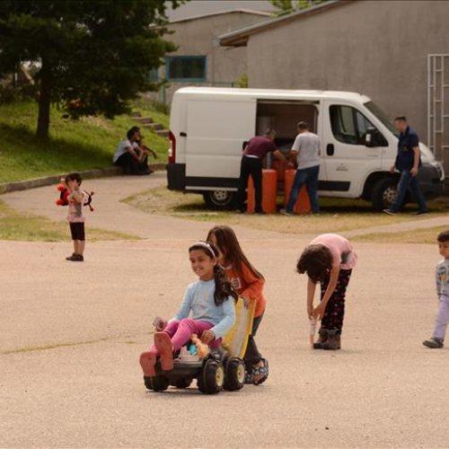 """Predstavnici """"Merhameta"""" uručili pomoć migrantima u Salakovcu"""
