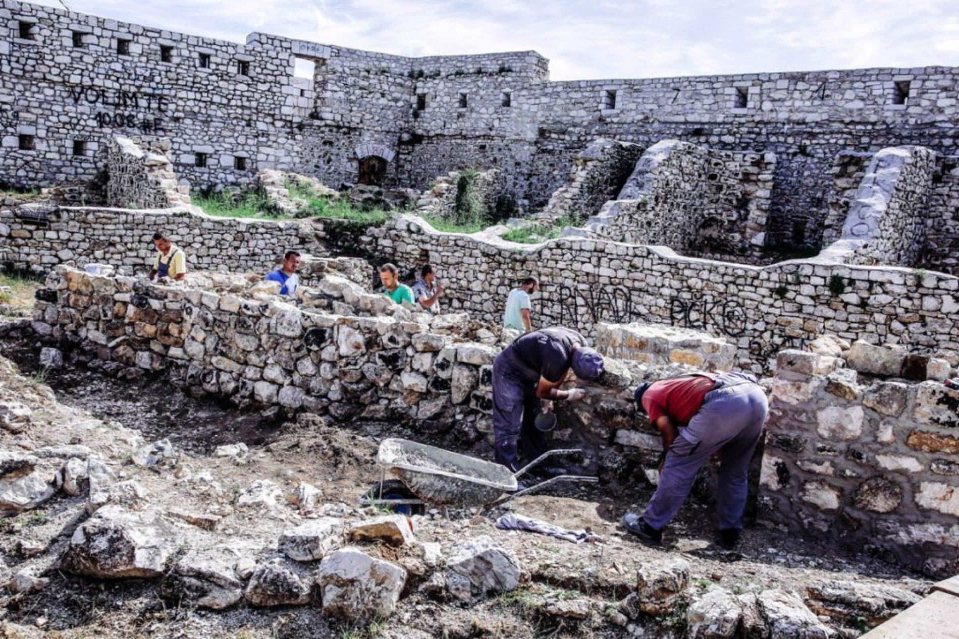 Pri kraju radovi na sanaciji zidova unutar Bijele tabije (FOTO)