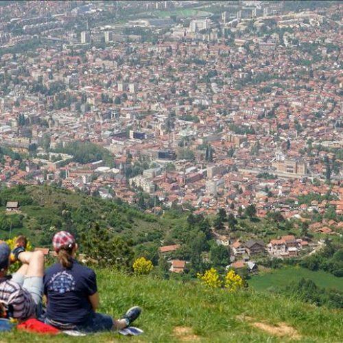 Na Trebeviću brojni izletnici: Turisti iz EU iznenađeni načinom obilježavanja 1. maja
