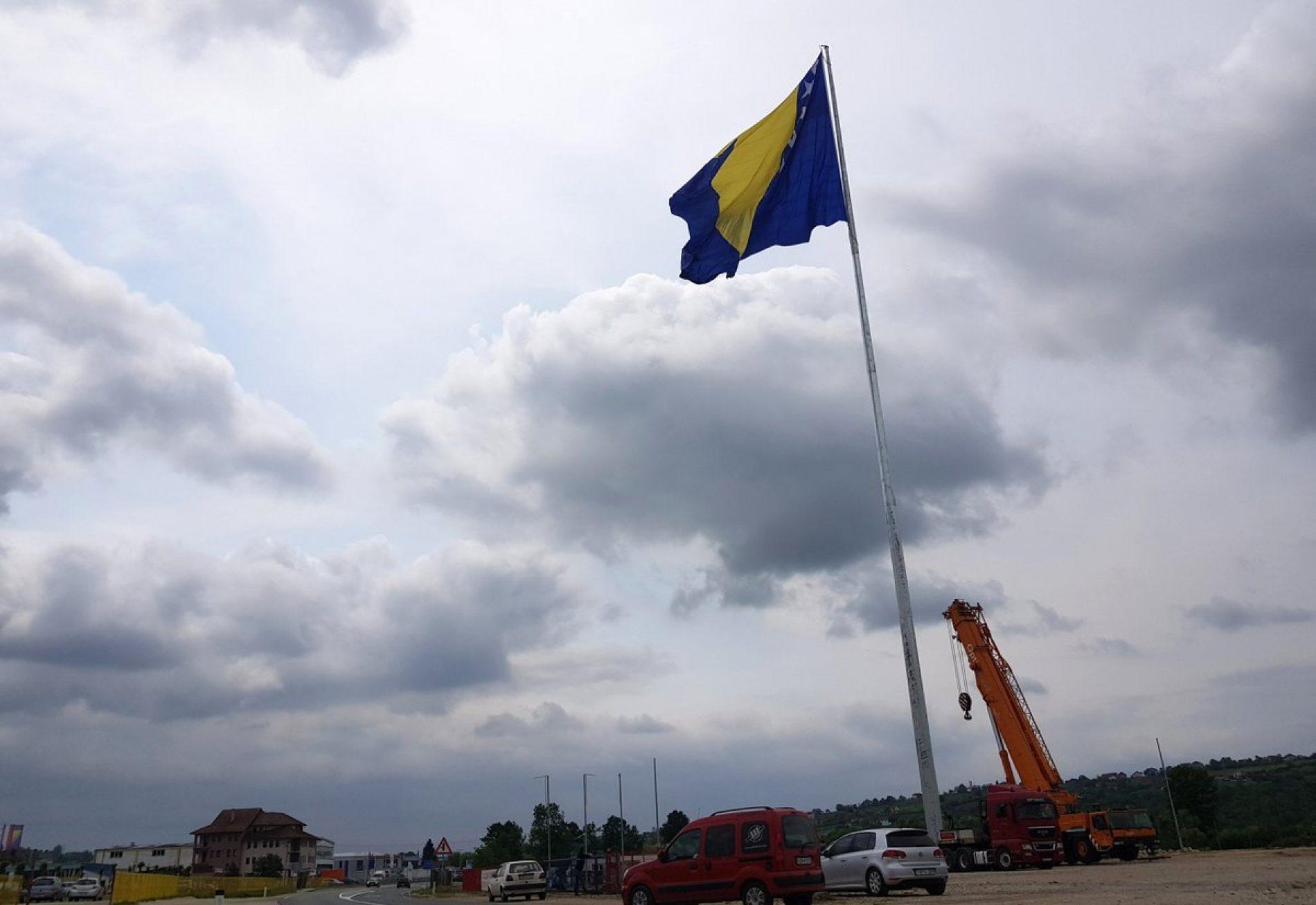 U Tešnju 10. maja podizanje najveće zastave Bosne i Hercegovine