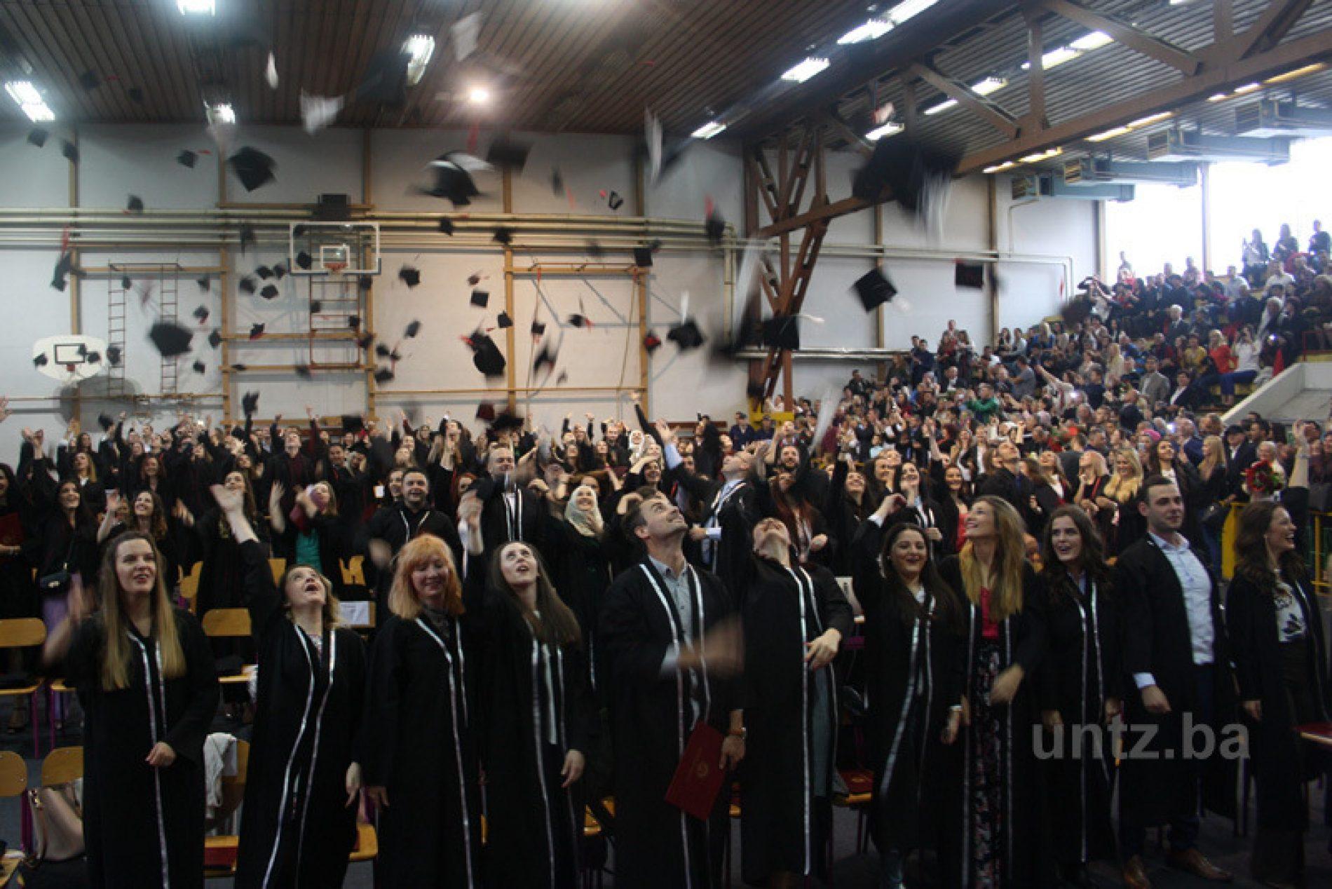 Promovirano 109 magistara i 431 diplomant Univerziteta u Tuzli