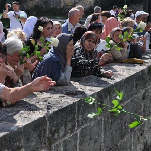 Obilježena godišnjica zločina nad stanovnicima Višegrada – 3.000 ruža za 3.000 života