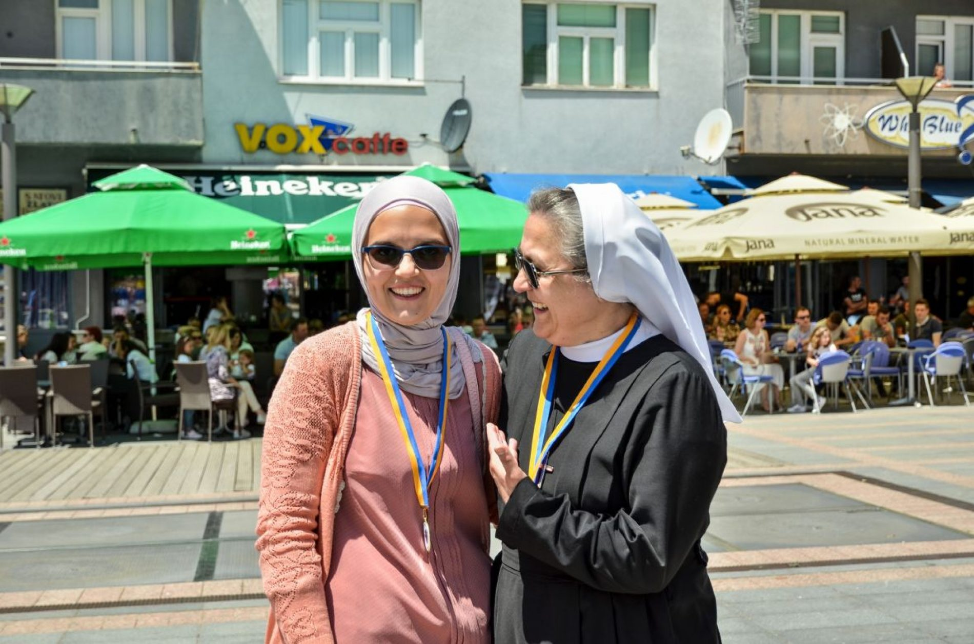 Časna sestra Blanka i mualima Šejla pomažu pravoslavnu porodicu s petero djece