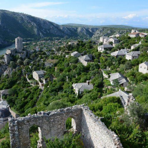 Srednjovjekovni bosanski gradić Počitelj oživljavaju posjetioci iz raznih dijelova svijeta