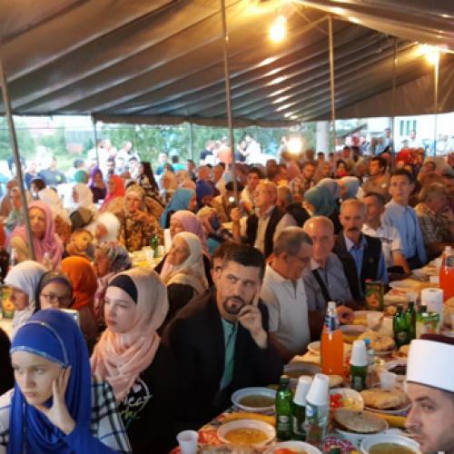 Ramazan u Bosni: Bratunčani uživali u zajedničkom iftaru i vjerskom programu