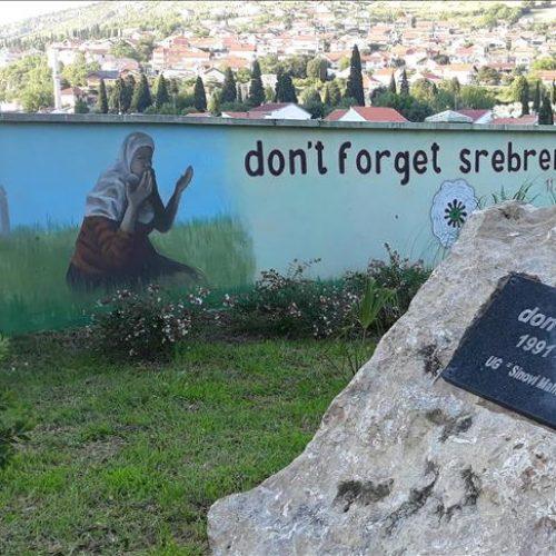 U Mostaru oslikan mural za žrtve genocida u Srebrenici