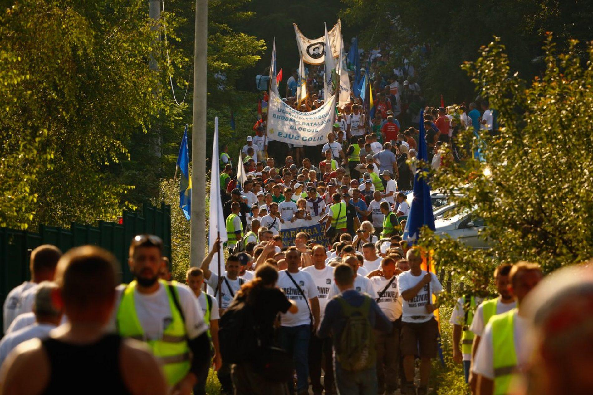 """Sjećanje na """"put smrti"""": Učesnici Marša mira i Moto-maratona stigli u Potočare (FOTO)"""