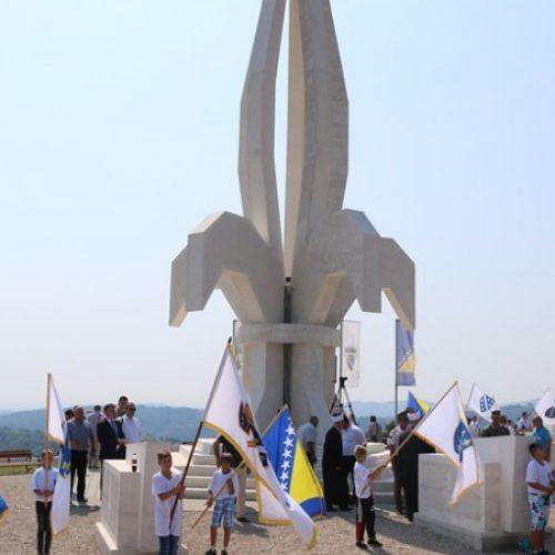Gradačac – Prva godišnjica izgradnje spomen obilježja 'Ljiljan' (VIDEO)