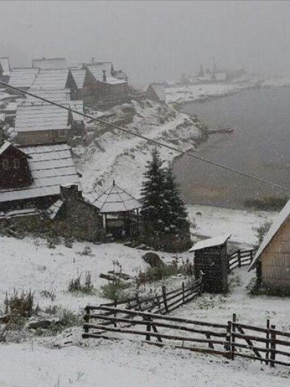 Na Prokoškom jezeru pao snijeg, na Bjelašnici temperatura zraka tri stepena ispod nule