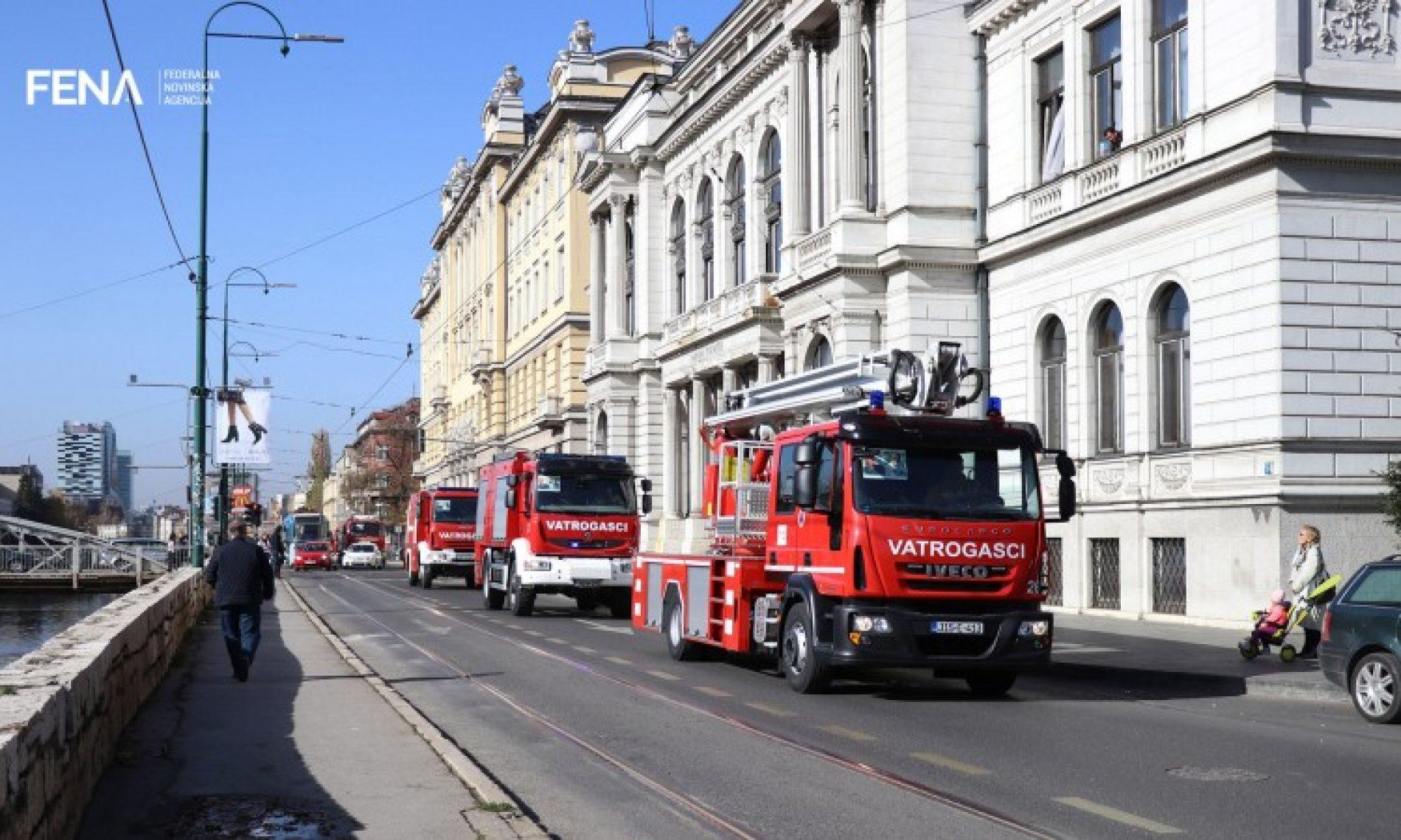 Svečani defile sarajevskih vatrogasaca povodom mjeseca zaštite od požara (VIDEO)