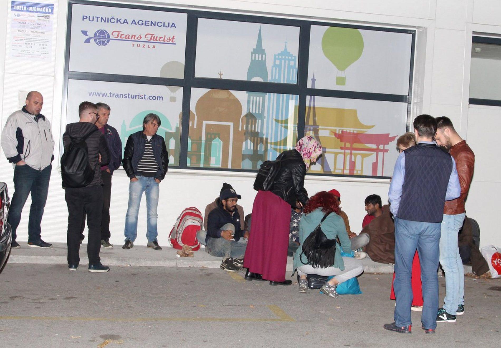 """Na """"bosanskoj ruti"""": Tuzlaci svakodnevno pomažu grupama migranata i izbjeglica"""