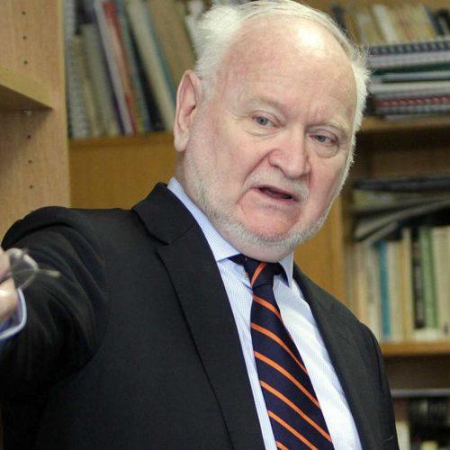 Žarko Korać: Brnabić je politički diletant. Srbija brutalno iskrivljuje očiglednu istinu o genocidu