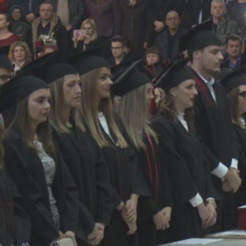 Na Univerzitetu u Tuzli promovirano oko hiljadu diplomaca i magistara