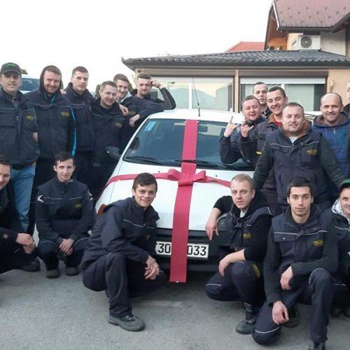 I ovo je Bosna: Radnom kolegi kupili auto!