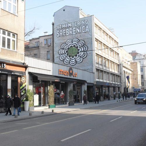 """Sarajevo: Cvijet Srebrenice na fasadi """"Olomanke"""" u znak sjećanja na genocid"""