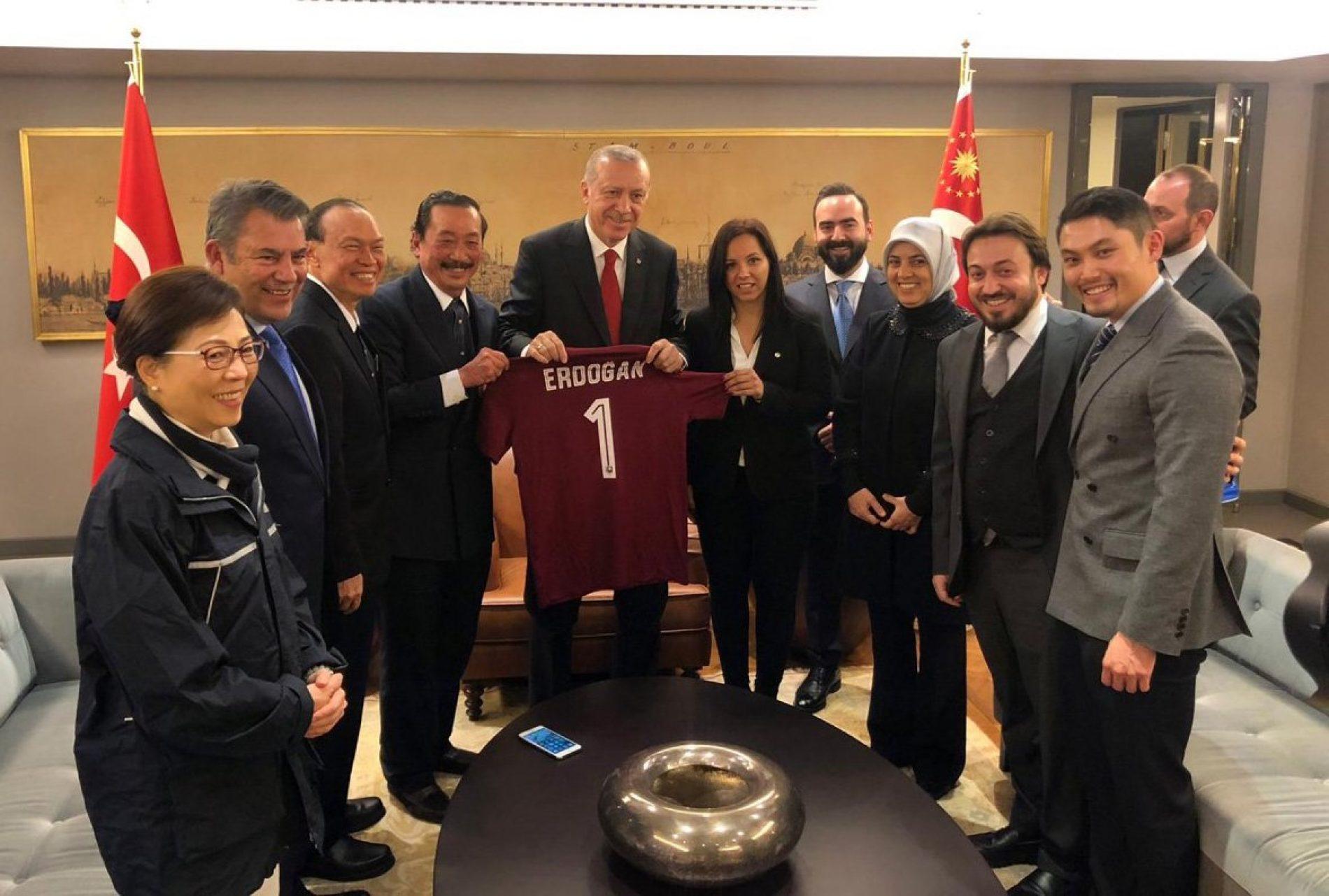Delegacija FK Sarajevo posjetila sirijske izbjeglice u Turskoj i susrela se s Erdoganom