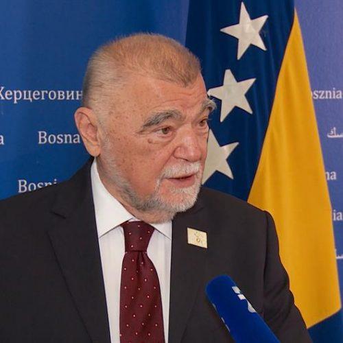 Mesić:  Briga RH za Hrvate koji žive u susjednoj državi svodi se na brigu za interese jedne stranke – HDZ