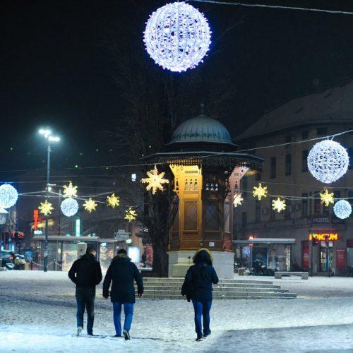 Od sinoć pada u većem dijelu Bosne i Hercegovine: Snježna idila na ulicama Sarajeva