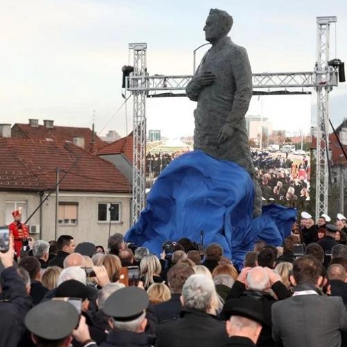 "Zagreb: Na otkrivanju spomenika vikao ""Tuđman zločinac"" pa fizički napadnut"
