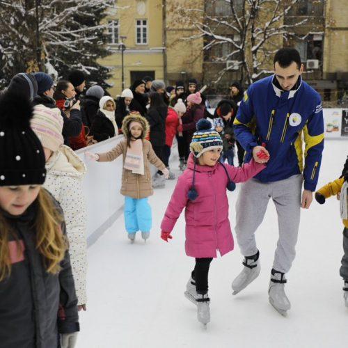 Sarajevo: Brojni mališani učili klizati uz bosanske reprezentativce