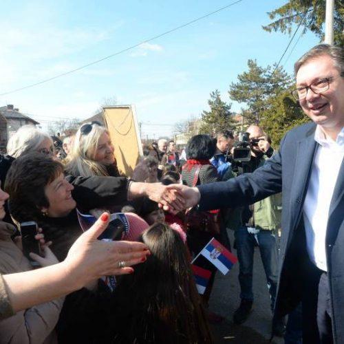 Kako Vučić obmanjuje javnost o prosječnim platama u Srbiji i Bosni