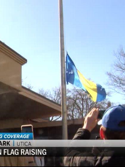 Bosanska zastava ispred Gradske vijećnice u američkom gradu Utica (Video)
