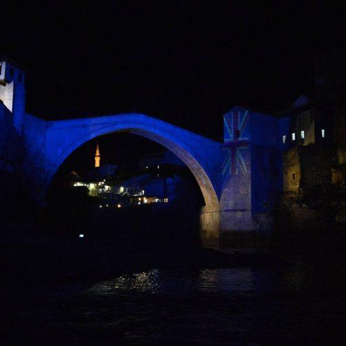 Stari most u Mostaru osvijetljen bojama zastave Novog Zelanda