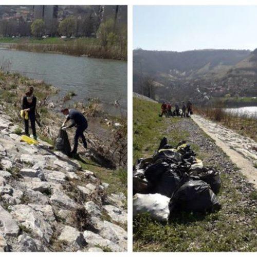 Zenica: Savjesni građani u akciji čišćenja obale rijeke Bosne