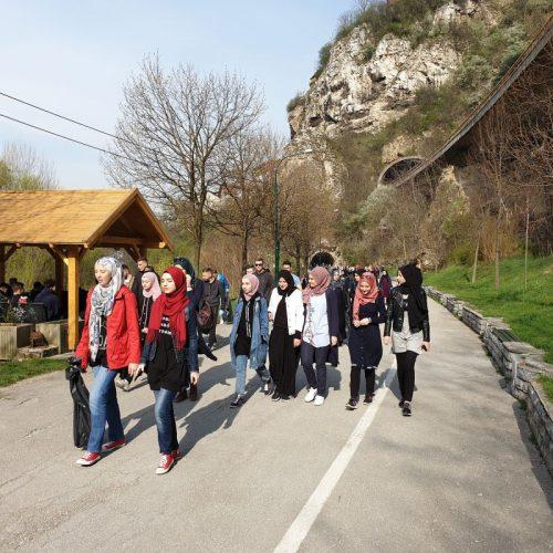 Učenici Medrese u ekološkoj akciji čišćenja od Vijećnice do Kozije ćuprije