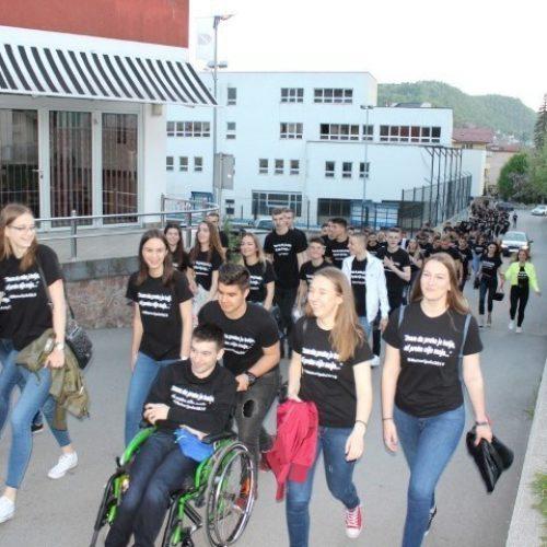 Maturanti Bosanske Krupe: 'Znam da preko je bolje, ali preko nije moje'