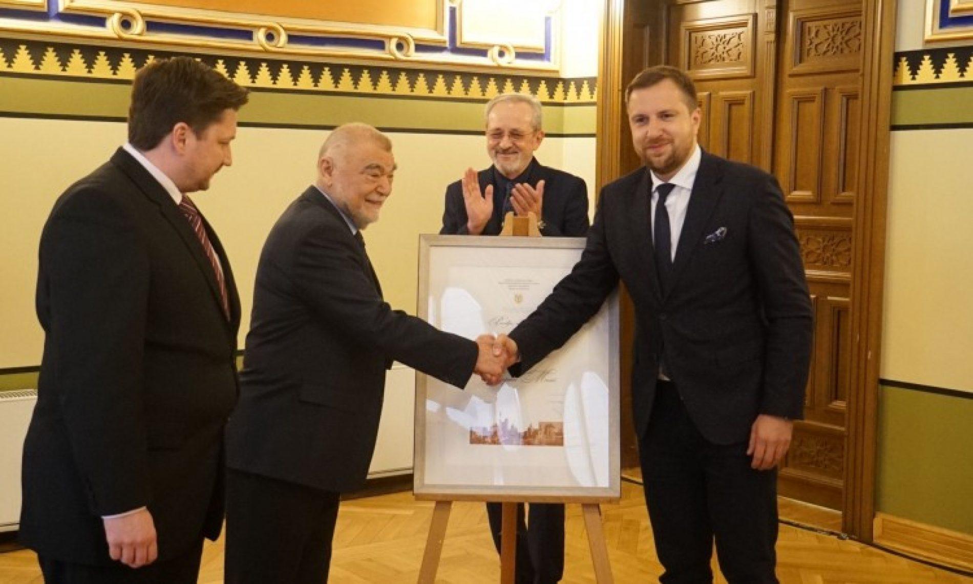 Stjepan Mesić primio priznanje Počasni građanin Grada Sarajeva