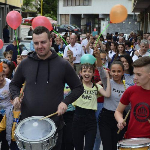 Tri stotine djece u muzičkoj šetnji kroz Srebrenicu