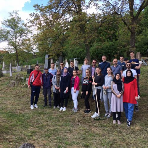Mladi Medžlisa IZ-e Tuzla očistili i uredili Jevrejsko groblje