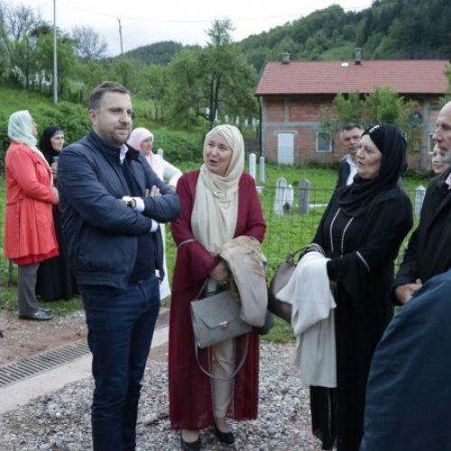 Gradonačelnik Sarajeva  organizovao iftar za povratnike fočanskog naselja Jeleč