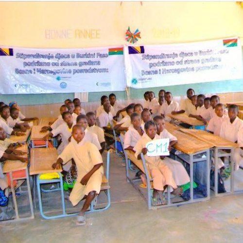 Obezbijeđene 1673 stipendije za školovanje afričke djece