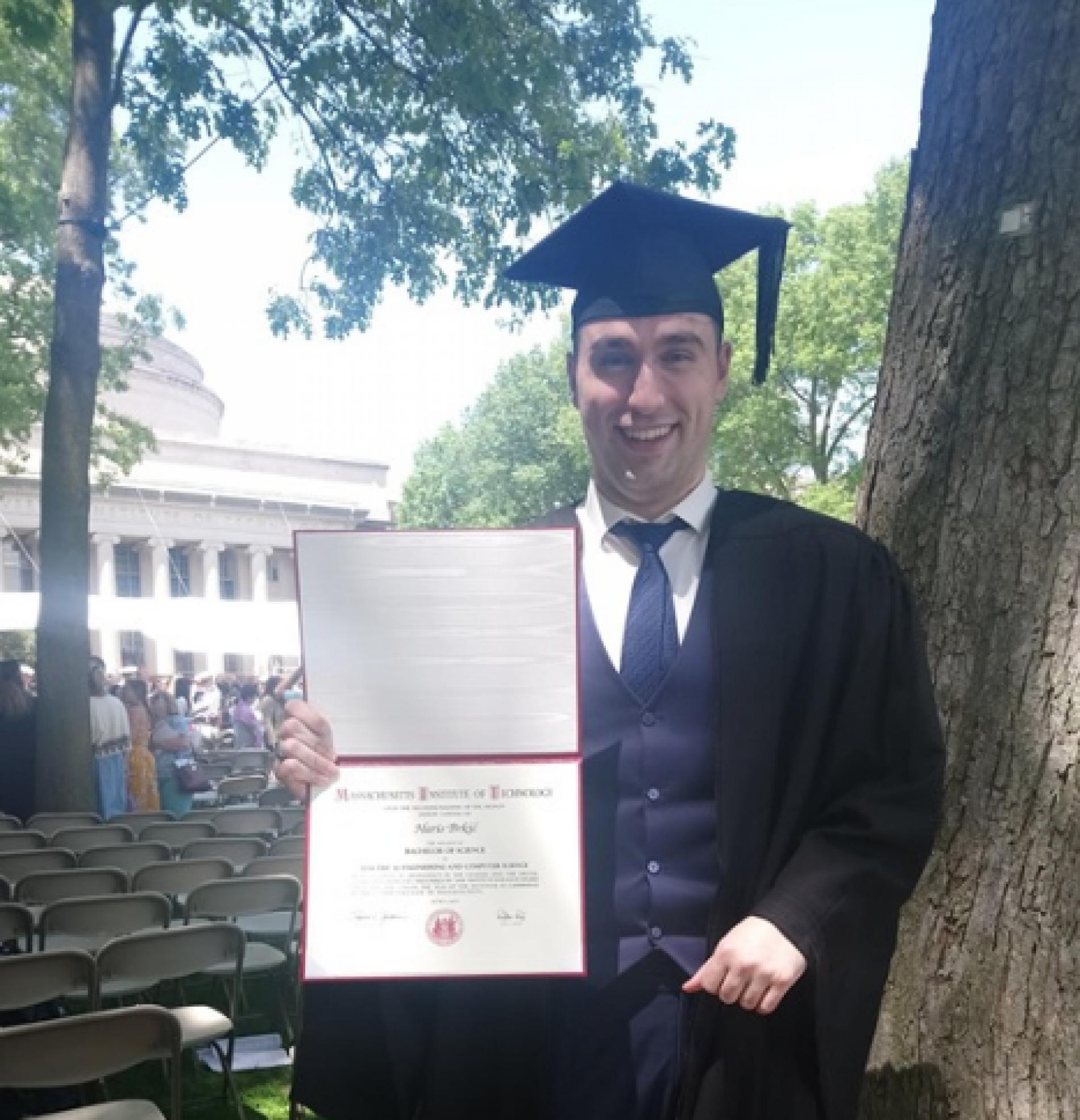 Haris Brkić iz Lukavca diplomirao na prestižnom MIT-u