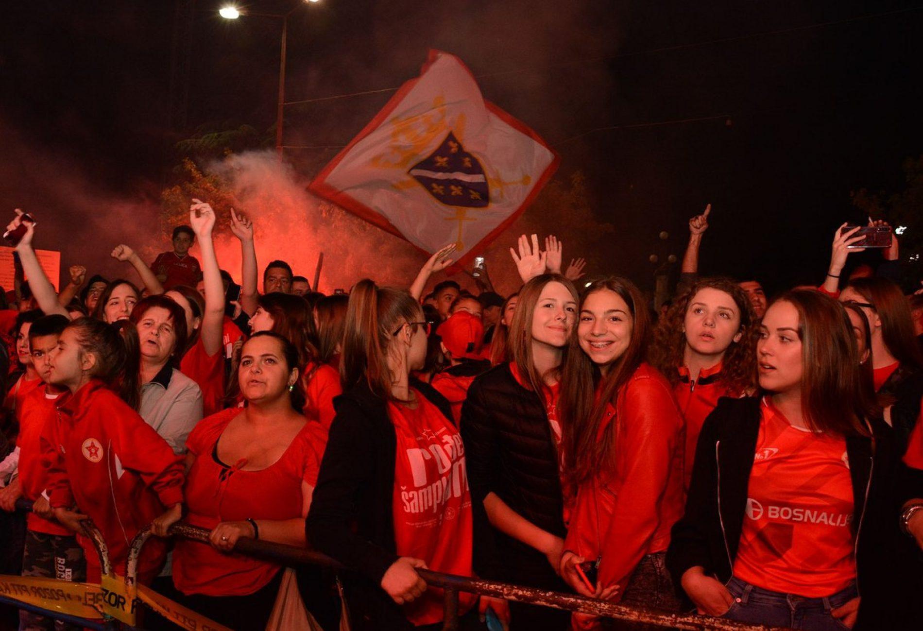 MOSTAR: Hiljade ljudi slavi povratak Veleža u Premijer ligu