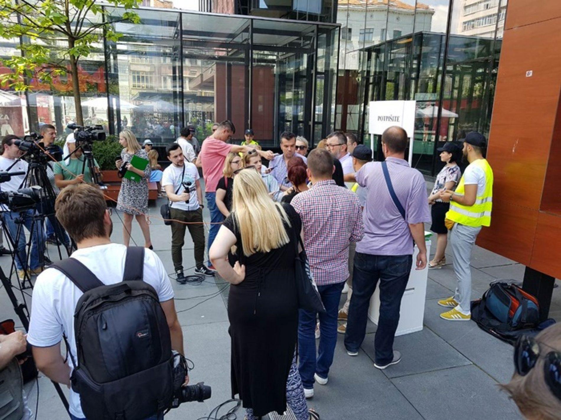 Građani potpisuju krivičnu prijavu protiv Tegeltije