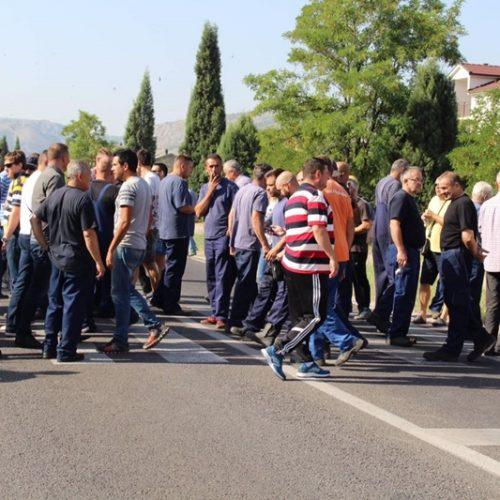 Radnici Aluminija kratko blokirali magistralni put M-17