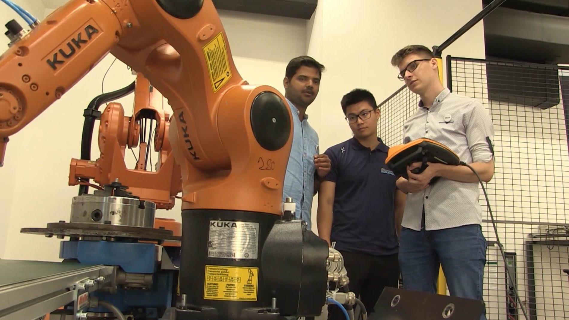 Australijski studenti industrijsku robotiku uče u našoj državi