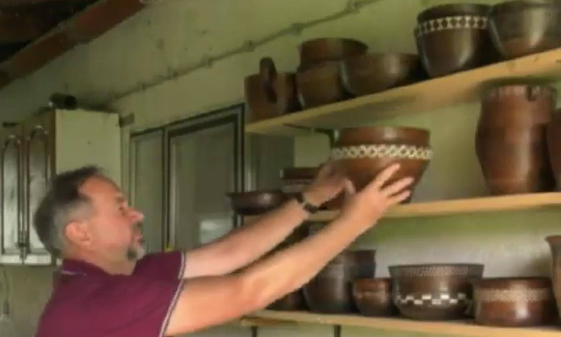 Ivo izrađuje zdjele od  fosiliziranog hrasta koji je izvađen iz rijeka Bosne i Save (Video)