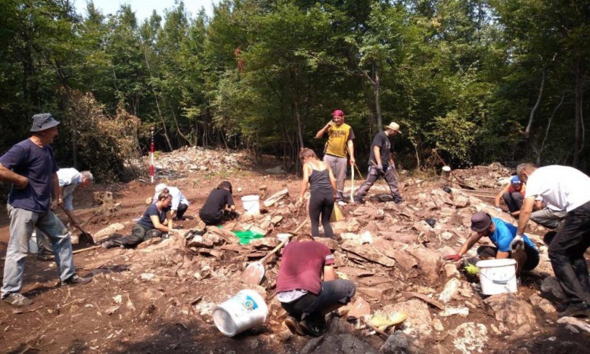 Arheološki nalazi svjedoče da su naselja oko Zenice stara oko 3.100 godina