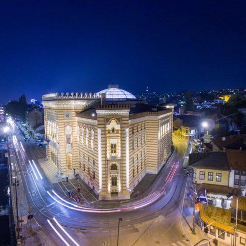 Sarajevo: Gradska Vijećnica od večeras sija u novom ruhu! (FOTO)