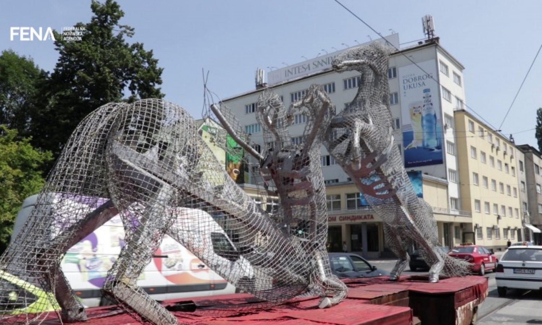 Skluptura 'Kentauromahia' Alme Suljević ponovo na tramvajskim šinama