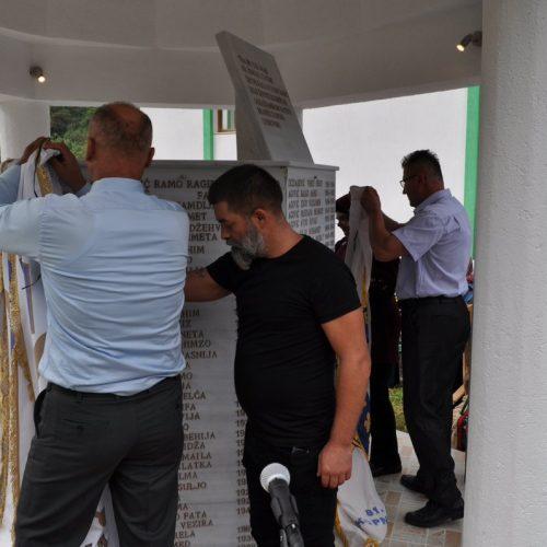 Otkriveno spomen-obilježje sa imenima 238 ubijenih Bošnjaka Čajniča